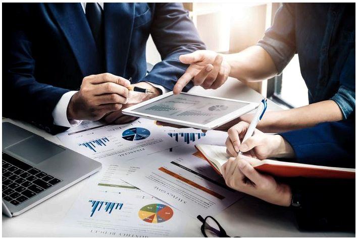 Какова основная бизнес-модель страховых компаний?
